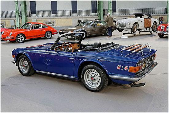 Triumph_TR6_Roadster_-_1974